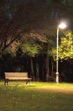 Stationnement d'isolement la nuit Image libre de droits