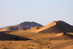 Stationnement dans le désert photographie stock