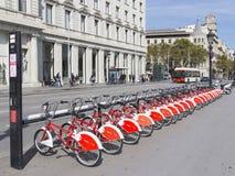Stationnement de bicyclette au centre de Barcelone Image stock