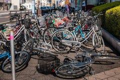 Stationnement de bicyclette dans la ville de Hirosaki Images libres de droits
