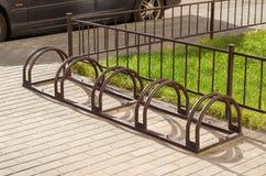 Stationnement de bicyclette sans vélos Images stock