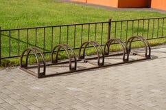 Stationnement de bicyclette sans vélos Photographie stock libre de droits
