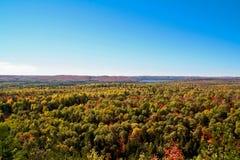 Stationnement de l'algonquin en automne 2 photo libre de droits