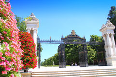 Stationnement de Madrid Puerta de Espana Buen Retiro Photo stock