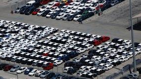 Stationnement de masse de voiture Photos stock
