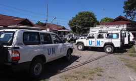 Stationnement de moteur des Nations Unies, véhicules de l'ONU Image stock
