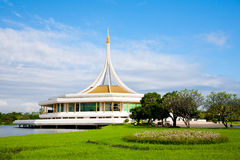 Stationnement de Suanluang Rama IX, Bangkok, Thaïlande Photos stock