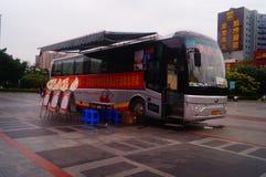 Stationnement de véhicule obligatoire de campagne de don du sang de sang Image libre de droits