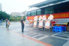 Stationnement de véhicule obligatoire de campagne de don du sang de sang Photos stock