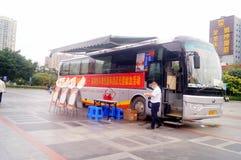 Stationnement de véhicule obligatoire de campagne de don du sang de sang Images libres de droits