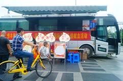 Stationnement de véhicule obligatoire de campagne de don du sang de sang Photo libre de droits