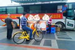Stationnement de véhicule obligatoire de campagne de don du sang de sang Photographie stock libre de droits