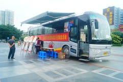 Stationnement de véhicule obligatoire de campagne de don du sang de sang Photo stock