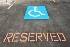 Stationnement de véhicule pour le gestionnaire d'handicap photo stock