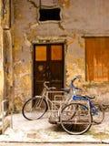 Stationnement de vélo images stock
