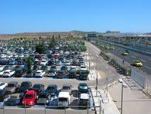 Stationnement de voiture à l'aéroport d'Athènes Image stock