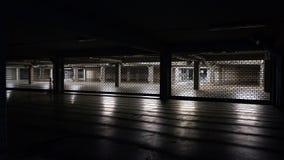 Stationnement de voiture la nuit images libres de droits