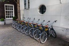 Stationnement des bicyclettes à Amsterdam Photos stock