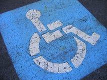 Stationnement handicapé affligé Photographie stock libre de droits