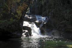 Stationnement national d'Itatiaia de cascade à écriture ligne par ligne Images stock