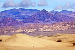 Stationnement national de Death Valley de dunes plates de mesquite Photos stock