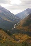 Stationnement national de glacier : route du l'Aller-à-le-soleil Photos libres de droits