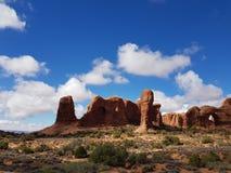 Stationnement national de voûtes rouges de roches image libre de droits