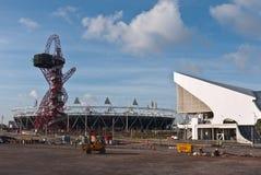 Stationnement olympique avec la tour et le stade d'orbite Images stock