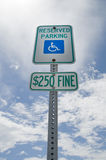 Stationnement réservé d'handicap Photo stock