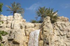 Stationnement sauvage de l'eau de Wadi à Dubaï Image libre de droits