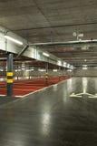 Stationnement souterrain neuf Photographie stock