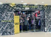 Stationnez en double file la boutique à Hong Kong Images stock