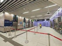 Stationselevatorer för MTR Sai Ying Pun av utgång B - förlängningen av ölinjen till det västra området, Hong Kong Royaltyfria Foton