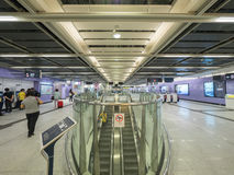 Stationsfolkhop för MTR Sai Ying Pun - förlängningen av ölinjen till det västra området, Hong Kong Arkivfoto