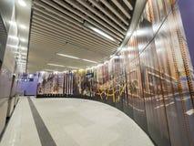 Stationskonstverk för MTR Sai Ying Pun - förlängningen av ölinjen till det västra området, Hong Kong Arkivbild
