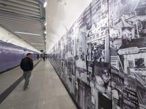 Stationskonstverk för MTR Sai Ying Pun - förlängningen av ölinjen till det västra området, Hong Kong Arkivfoto