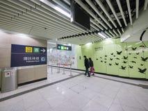 Stationskorridor MTR HKU - die Ausdehnung der Insel-Linie zum Westbezirk, Hong Kong Lizenzfreies Stockbild