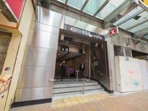 Stationsutgång A2 - förlängningen för MTR Sai Ying Pun av ölinjen till det västra området, Hong Kong Arkivfoton