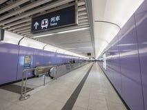Stationsutgång A2 - förlängningen för MTR Sai Ying Pun av ölinjen till det västra området, Hong Kong Arkivfoto
