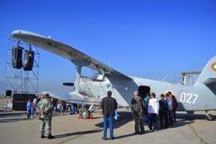 Statische Anzeige der An-2T Colt-Flugzeuge Stockfotos