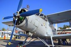 Statische Anzeige der An-2T Colt-Flugzeuge Lizenzfreie Stockbilder