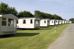 Statische Wohnwagen auf einem Campingplatz Lizenzfreies Stockfoto