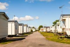 Statiska husvagnar på en typisk brittisk sommarferie parkerar arkivbild