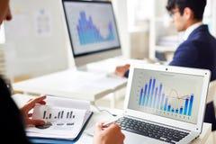 Statistiche online immagine stock
