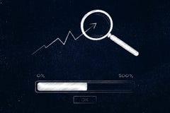 Statistiek met vergrootglas bij het en vooruitgangs de barlading Stock Fotografie
