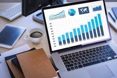 Statistieken van Analytics van bedrijfs het werk grafiek de financiële Gegevens binnen Stock Fotografie