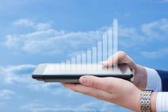 Statistiken des Wachstums auf der Tablette Stockfotografie