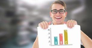Statistikstångdiagram och hållande kort för man royaltyfri foto