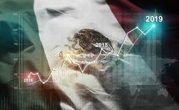 Statistique croissante 2019 financier contre le drapeau du Mexique photo libre de droits