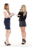 Två unga affärskvinnor. Arkivbild